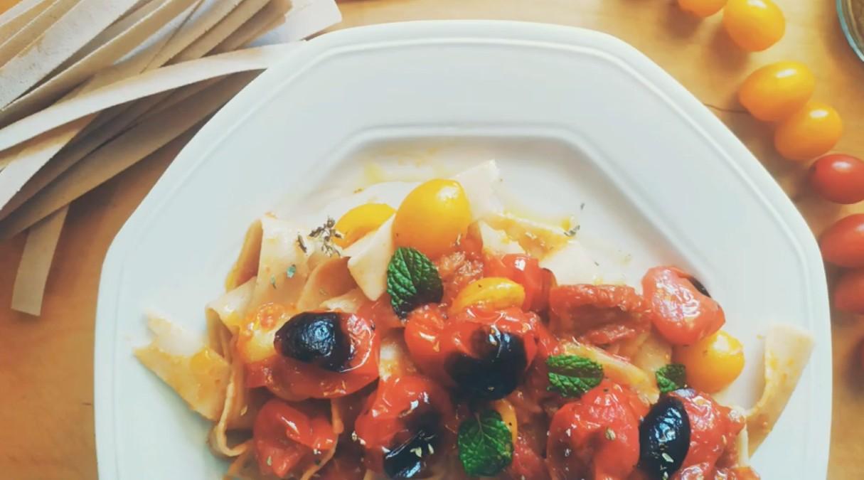 Pasta ai quattro pomodorini